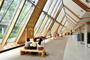 【第4回】「自然と一体」の学び場へ ~日本大学生物資源科学部1号館・2号館・ガレリア~